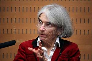 Donna Leon About Crime And Corruption In Italy Editorial ...