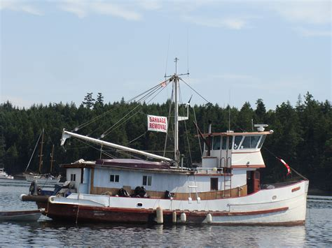 fishing vessel merchandise sinks commercial fishing boat reportedly sinks in maple bay