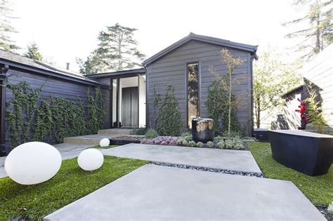 Oakland Cottage Gets All Dramatic In Blackandwhite