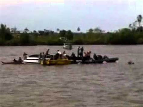 Speed Boat Tarakan Ke Tanjung Selor by Kapal Cepat Speed Boat Terbalik Youtube