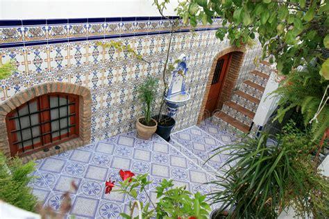 Cortile Spagnolo by Cortile Con I Azulejos Spagnoli Nijar Andalusia Immagine