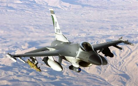 wallpapers: General Dynamics F-16 Fighting Falcon
