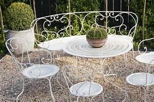 Gartenmöbel Weiß Metall : 26 schmiedeeiserne gartenm bel highlights im au enbereich ~ Frokenaadalensverden.com Haus und Dekorationen