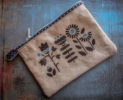 blogger crafts stenciled canvas zipper pouch