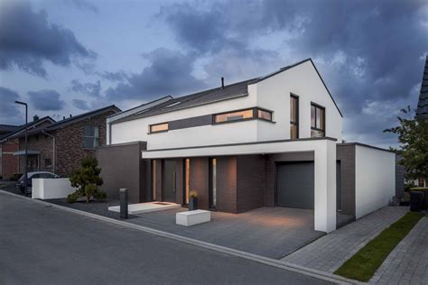 Bauhausstil Mit Satteldach by Bauunternehmen Verfu 223