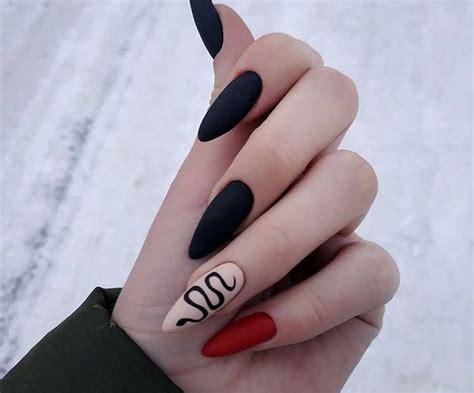 Las uñas negras 2021 también se combinan con otros colores de moda, como los colores metalizados y los tonos dorados. Nails   art   girl   polish   cute   makeUp   Punk nails, Grunge nails, Swag nails