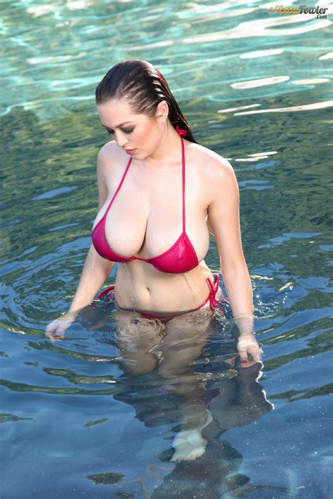 Tessa Fowler Big Boobs Photos