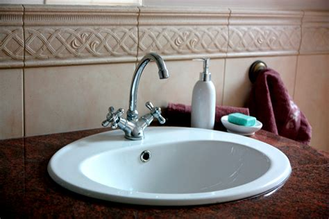 bathroom sinks for small spaces