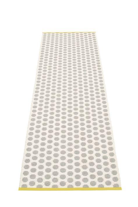 tapis plastique bureau pappelina le tapis suédois chic en plastique