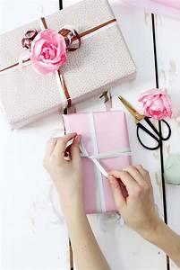 Weinflasche Verpacken Selber Machen : stoffblumen selber machen kreative diy anleitung packaging geschenke verpacken kreativ ~ Watch28wear.com Haus und Dekorationen