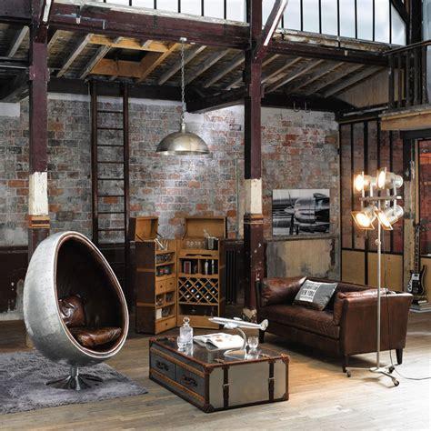 comment integrer la table basse style industriel dans le salon