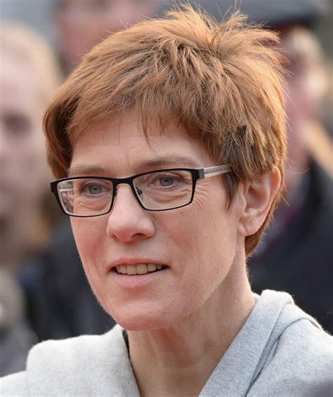Sep 04, 2021 · after the federal election: Mainpost über Annegret Kramp-Karrenbauer: 'Die Ministerin ...