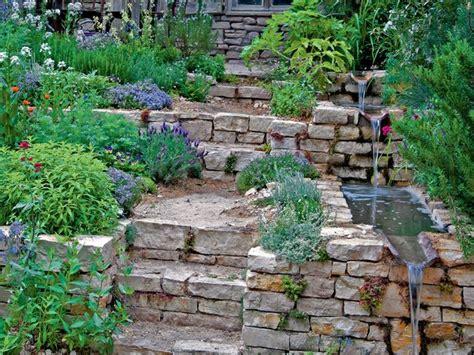 Garten Abstand by Wasserlauf Am Gartenhang Mit Natursteinen Und Treppe Im