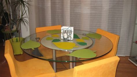 leaf shaped place mats   dining table ikea