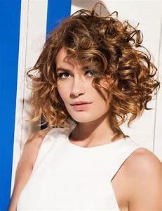Cheveux Court Bouclé Femme : et qu 39 en est il des cheveux fris s boucl s ondul s le coiffurium ~ Louise-bijoux.com Idées de Décoration
