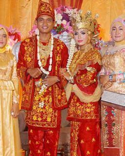 pakaian adat indonesia sumatra sejarah cerita