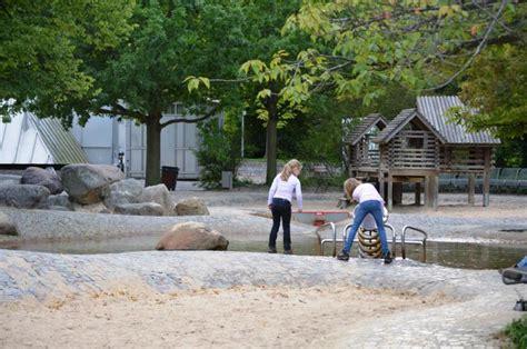 Britzer Garten Berlin Spielplatz by Wasserspielplatz Im Britzer Garten Wasserspielpl 228 Tze