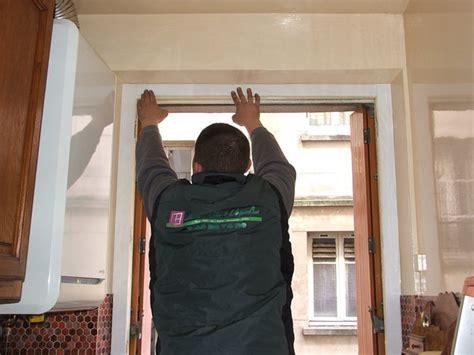 rideaux fenetres cuisine poser une fenêtre en rénovation galerie photos d 39 article