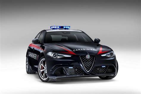 Deux Alfa Romeo Giulia Quadrifoglio Pour Les Carabinieri