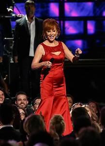 Reba McEntire's Performance At CMAs — Honors Dolly Parton ...