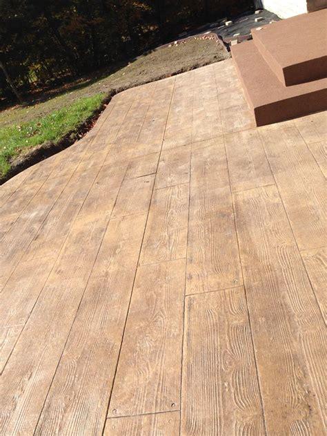 beton estampe fini bois franc  balcon enduit acrylique