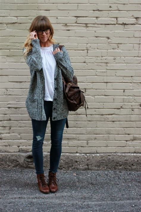 What To Wear With An Oversized Sweater Cardigan - Cardigan With Buttons