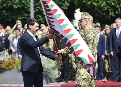 The current chief of the staff is colonel general ferenc korom. Megkapta csapatzászlóját a Magyar Honvédség Parancsnoksága ...