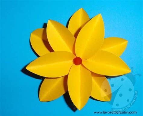 fare fiori con la carta come realizzare fiori di carta lavoretti creativi
