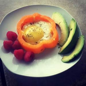 Pre Workout Breakfast  Fried Egg In A Slice Of Bell Pepper  Avocado  And Raspberries