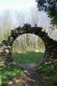 Steine Für Gartenmauer : gras und dekorative steine f r eine moderne ~ Michelbontemps.com Haus und Dekorationen