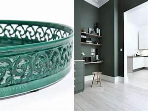 inspirations deco en vert fonce joli place With beautiful couleur peinture salon tendance 7 un salon vintage le blog deco de maisons du monde
