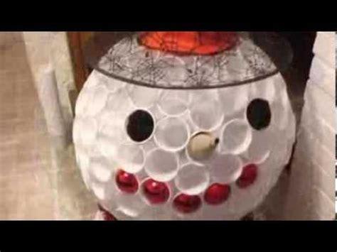 deco de noel en r 233 aliser un bonhomme de neige avec des verres en plastique