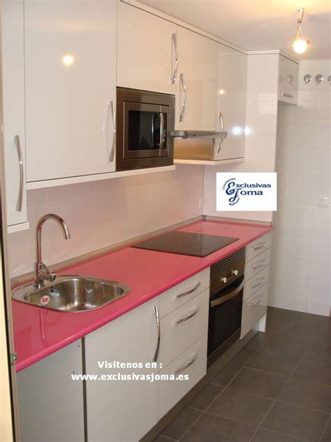 muebles de cocina  medida en color blanco alto brillo