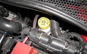 Liquide De Frein Voiture : entretien voiture 10 astuces pour la faire durer abid cars blog ~ Medecine-chirurgie-esthetiques.com Avis de Voitures