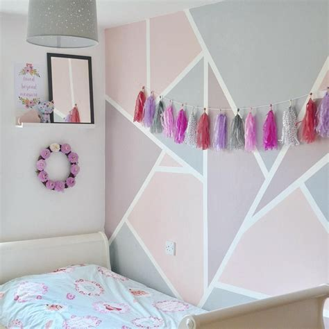 Babyzimmer Wandgestaltung Rosa by Beautiful Geometric Wall In A Room In Pink