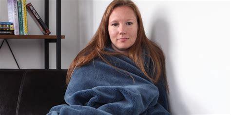 foto de Girlfriend To Stay Underneath Blanket For Next 5 Months