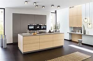 Moderne Küche Mit Insel : grifflose moderne k che mit kochinsel ~ Orissabook.com Haus und Dekorationen