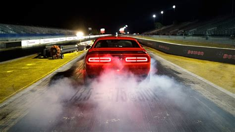 dodge challenger srt demon  race track wallpaper