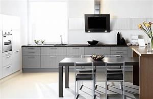 Table De Cuisine Grise : cuisine grise et tv photo 6 25 une table de 4 personnes bien pratique vient ~ Teatrodelosmanantiales.com Idées de Décoration