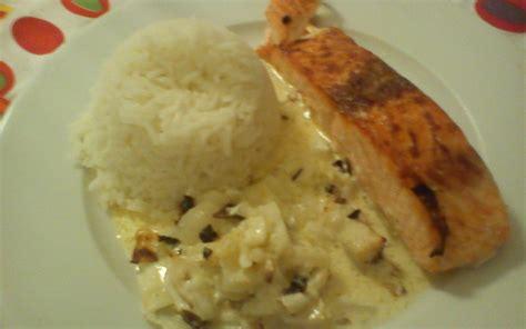 cuisiner pavé de saumon au four recette pavé de saumon à la crème de curry et oignon pas