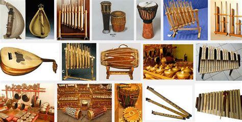Angklung merupakan alat musik tradisional yang masih cukup sering digunakan. √ Jenis Alat Musik Tradisional Indonesia dan Cara Memainkannya