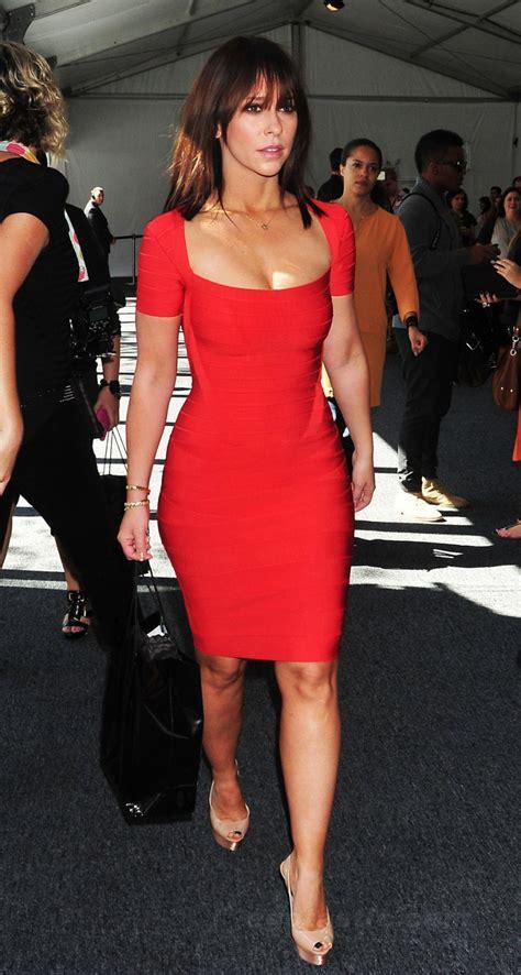foto de Jennifer Love Hewitt in a Red Dress During Fashion Week