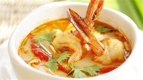 cuisine pavé de saumon entrée soupe de poissons et de fruits de mer au curry