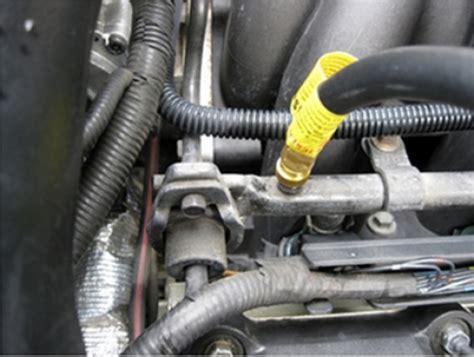 checking xk xkr fuel pressure   schrader valve