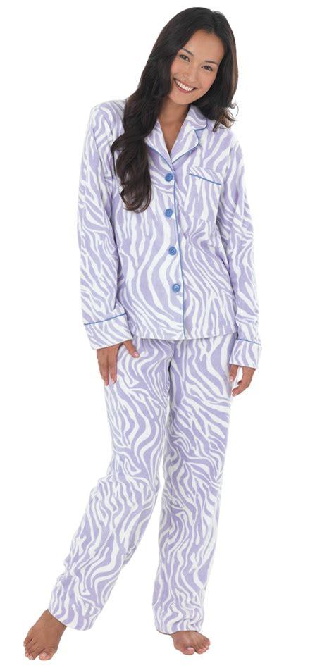schlafanzug fuer damen auch beim schlaf schoen und modern