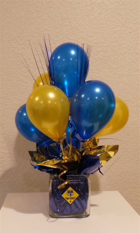 Blue And Gold Balloon Centerpiece Using 5 Balloons Cub