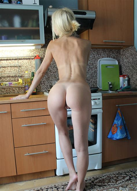 Amateur Blonde With Perfect ass Posing At Kitchen russian sexy Girls