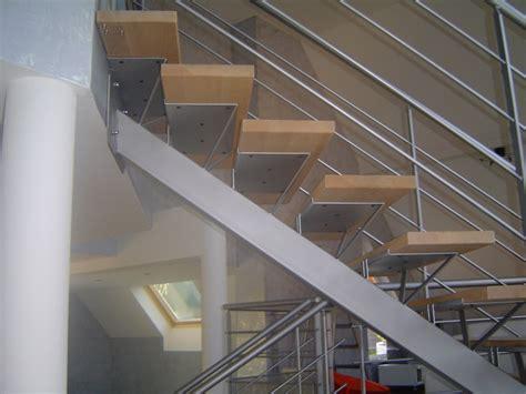escalier en m 233 tal 224 limon central marches en bois metal concept escalier ferronnerie d