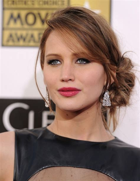jennifer lawrence berry lipstick makeup lookbook