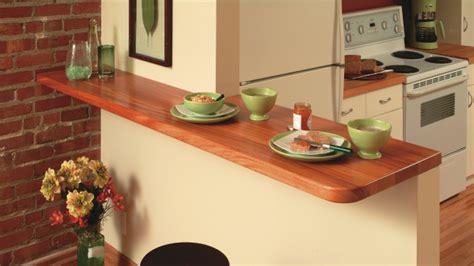 comptoir pour cuisine comptoir lunch en acajou dans la cuisine rénovation